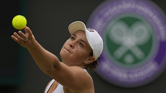 Australanka Ashleigh Bartyová během osmifinále Wimbledonu.
