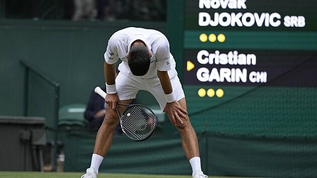 Srb Novak Djokovič během osmifinále Wimbledonu.