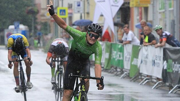 Plzeňskı cyklista Richard Kobr (Roman Kreuziger Cycling Academy) vítězí v...
