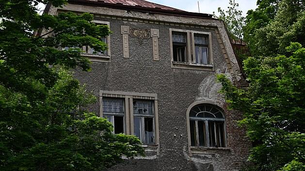 Radnice přistoupila k demolici domu u autobusového nádraží.