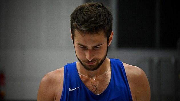 Tomáš Kyzlink na předolympijském tréninku českıch basketbalistů.