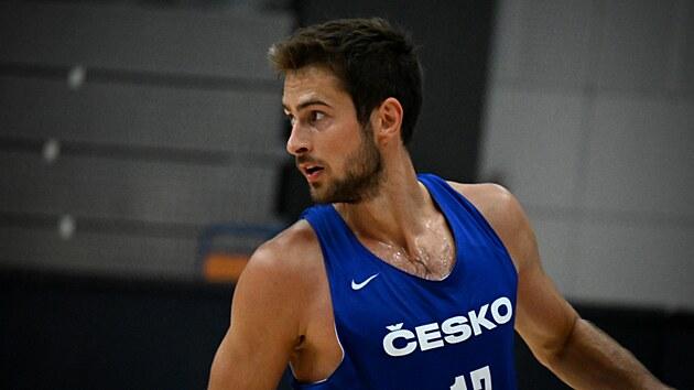 Tomáš Kyzlink na tréninku českıch basketbalistů