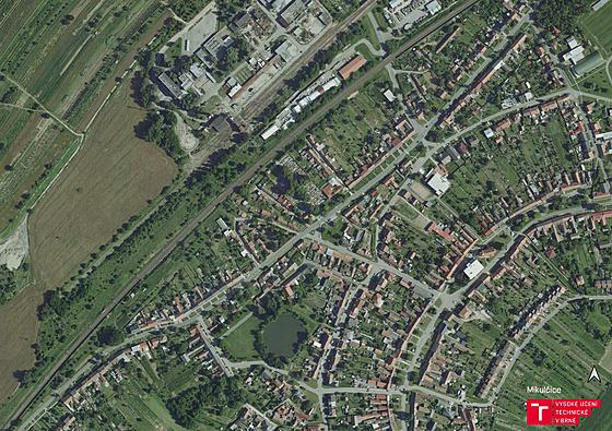 Letecké záběry Mikulčic před tornádem.