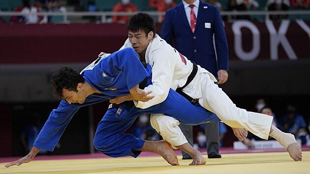 Olympijskı vítěz Takanori Nagase (vpravo).