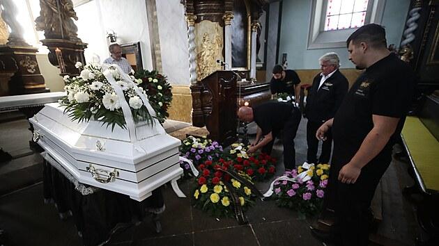 """V Teplicích se koná pohřeb Stanislava Tomáše, kterı je přezdíván """"Floyd z Teplic"""". (24. července 2021)"""
