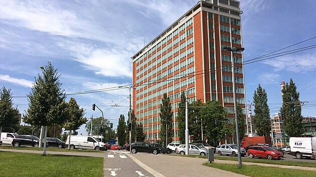 Pohled na mrakodrap Jedenadvacítka od Náměstí Práce