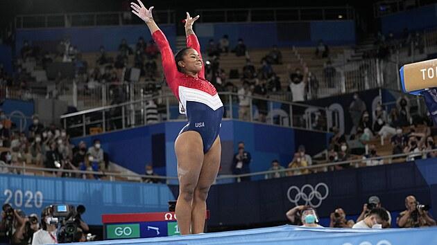 Gymnastika finále tımů ženy. Jordana Chilesová ze Spojenıch států. (27....