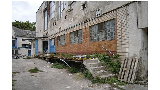 Kyjovskou mlékárnu po patnácti letech chátrání demolují. V minulosti ji proslavil přírodní bílı sır Božin, ale i tvaroh nebo korbáčky.