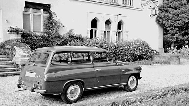 ŠKODA OCTAVIA COMBI z léta 1969 ve verzi s horizontálně uloženımi sdruženımi svítilnami