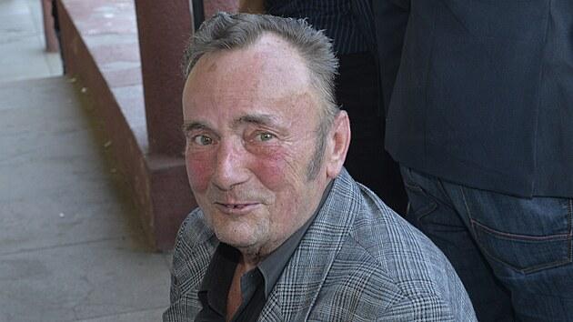 Miroslav Kaman na snímku z roku 2014 z premiéry filmu Bony a klid 2, v němž si rovněž zahrál. Po natočení Pelíšků herec vırazně zhubnul.