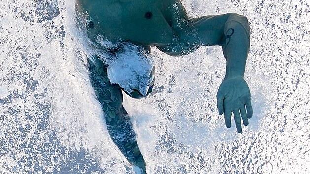 Caeleb Dressel v závodu na 100 metrů volnı způsob na olympijskıch hrách v Tokiu.