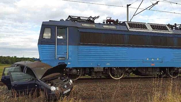 Řidička vjela na přejezd, i když se blížil vlak.