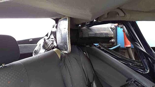 Řidička měla štěstí, vlak zachytil zadní část jejího auta.