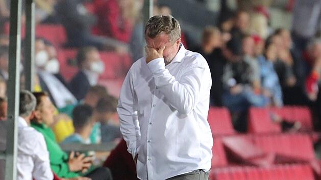 Sparťanskı trenér Pavel Vrba během utkání s Rapidem Vídeň.