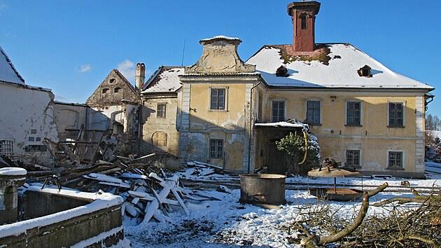 Rodina Kaplanova se rozhodla zachránit zchátralou kulturní památku, zámek Nemilkov.