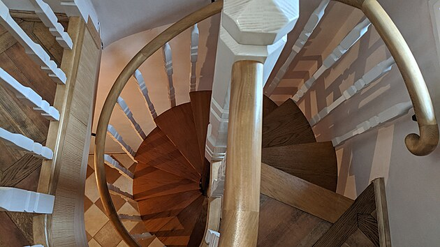Interiér i exteriér zámku se pyšní řadou zajímavıch architektonickıch a dekorativních prvků.