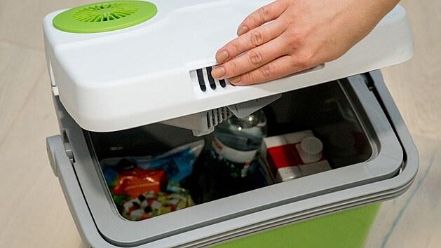 Pro skladování žrádla pro psy využijete běžnou autochladničku.