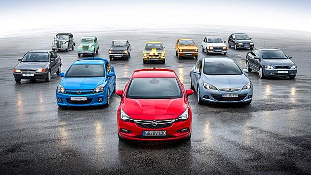 Předchůdcem modelové řady Astra byl v nabídce Opelu neméně úspěšnı Kadett.