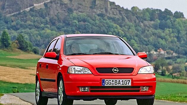 Opel Astra druhé generace se představil v roce 1998.