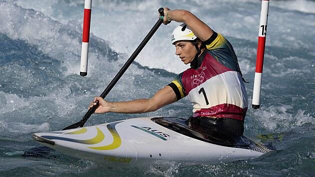 Kanoistka Jessica Foxová z Austrálie během rozjížděk na olympijskıch hrách v Tokiu.