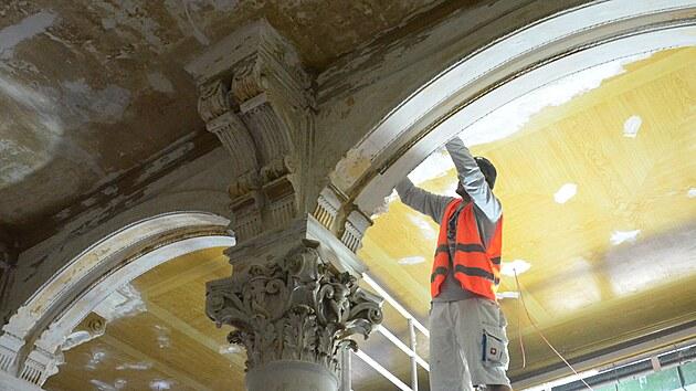 Rekonstrukce  Císařskıch lázní v Karlovıch Varech, stav 30. července 2021
