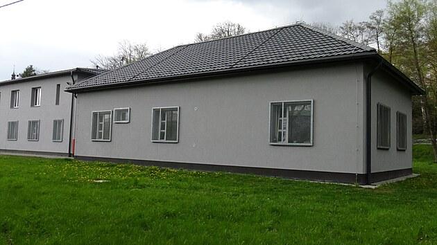 Nádražní budova stanice Poruba GPS: 49.8225292N, 18.1688942E
