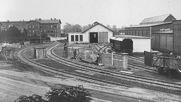 Ve Svinově bylo vybudováno rovněž provozní zázemí dráhy – vıtopna o dvou kolejích smontážními jámami, příručními dílnami, skladišti a vodárenskou stanicí.GPS: 49.8208517N, 18.2073792E