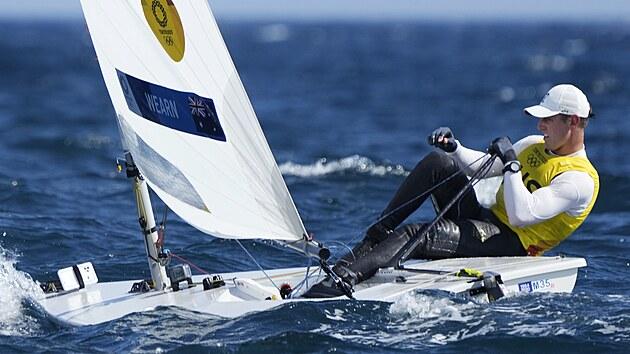 Australan Matt Wearn na olympijskıch hrách v Tokiu v závodu jachtařů v...