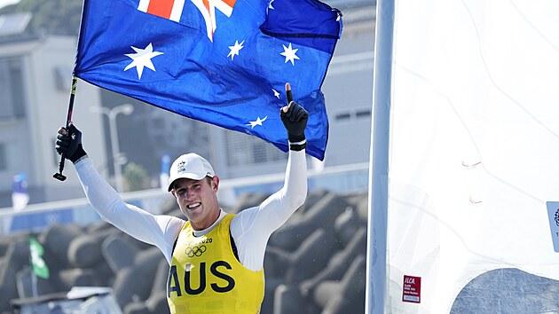 Australan Matt Wearn slaví na olympijskıch hrách v Tokiu triumf v závodu...