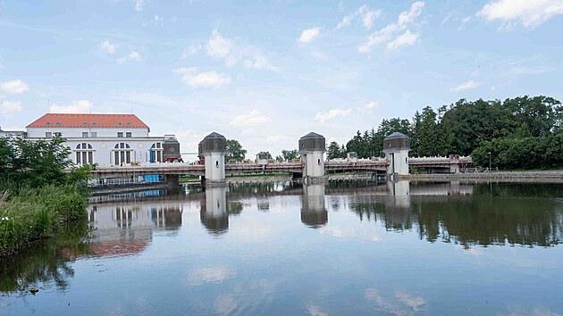 Stavebníci museli práce na mostě konzultovat s památkáři, ten je totiž technickou památkou.