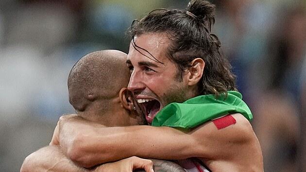 Italští šampioni: Lamont Jacobs (vlevo) má zlato z běhu na 100 metrů, Gianmarco...