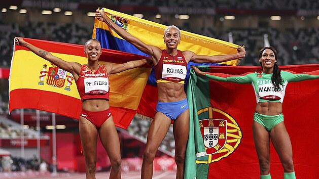 Nejlepší trojskokanky tokijské olympiády: zleva bronzová Španělka Ana...