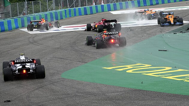 Na Velké ceně Maďarska formule 1 na Hungaroringu se bouralo.