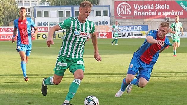 David Puškáč z Bohemians v akci během ligového zápasu s Plzní.