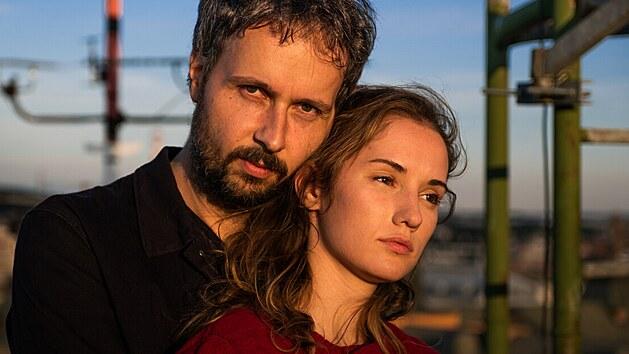 Martin Kyšperskı a Eliška Křenková ve filmu Marťanské lodě