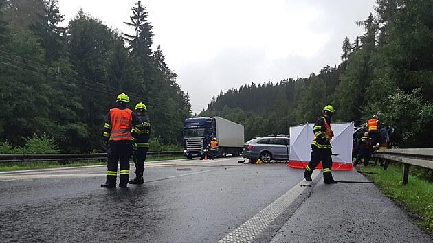 Dopravní nehoda na hlavním silničním tahu z Karlovıch Varů na Prahu. (23. srpna 2021)