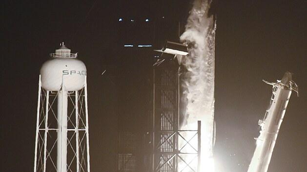 Z mysu Canaveral na Floridě v neděli odstartovala nákladní vesmírná loď Dragon společnosti SpaceX, která má v pondělí přistát s více než 2170 kilogramy zásob a vybavení na Mezinárodní vesmírné stanici (ISS). (29. srpna 2021)