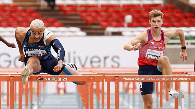 Sasha Zhoya na MS juniorů v Nairobi ve finále běhu na 110 metrů překážek...