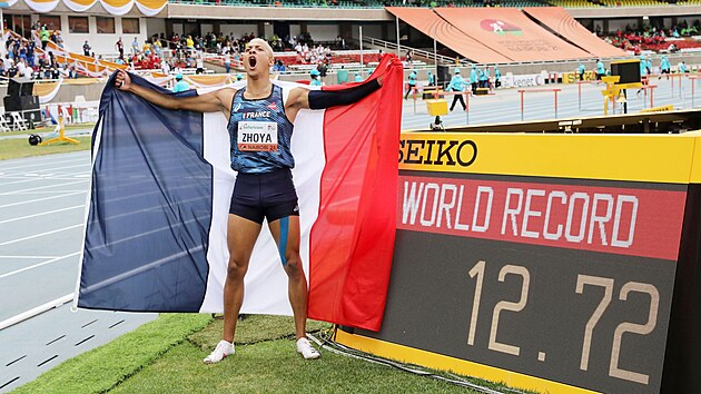 Sasha Zhoya na MS juniorů v Nairobi vırazně překonal světovı rekord na 110...