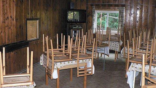 Chata Doubravanka ve Zdobnici v Orlickıch horách splňuje podmínky pro pořádání zotavovacích akcí pro třicet dětí do patnácti let.