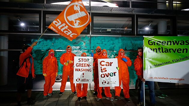ATTAC environmental activists protest outside the Mercedes main car sales house, against the IAA MOBILITY 2021 car show in Munich, Germany, September 8, 2021. REUTERS/Wolfgang Rattay