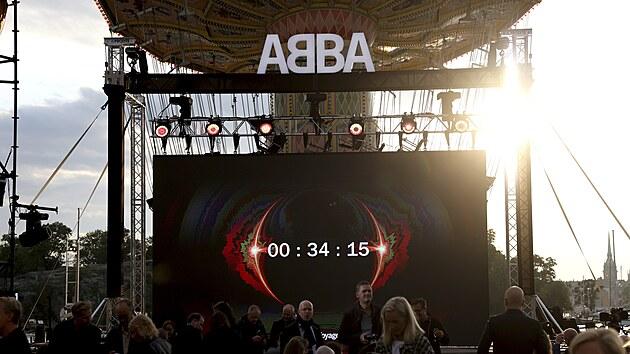 Plátno odměřuje čas začátku live streamu ABBA Voyage