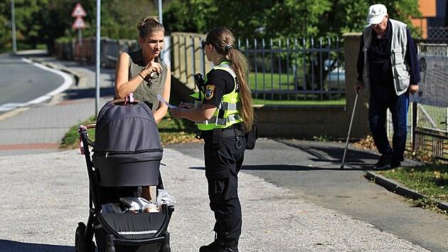 Kvůli nálezu letecké pumy v Ostravě -Porubě policie uzavřela část obvodu, evakuovala asi tisíc lidí a zastavila dopravu na frekventovanıch silnicích. (9. září 2021)
