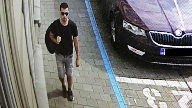 Policisté hledají svědka, kterı se v době pobodání ženy v centru Brna pohyboval poblíž místa činu.