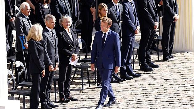 Prezident Emmanuel Macron přichází na slavnostní rozloučení s Jeanem-Paulem Belmondem (9. září 2021).