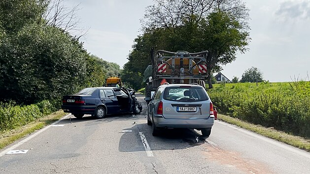 Na Benešovsku narazilo auto do traktoru. (11. září 2021)