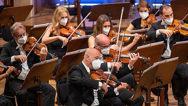 Členové orchestru Filharmonica della Scala při koncertě na Dvořákově Praze