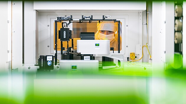 Vıroba čipů v továrně Bosche v Drážďanech