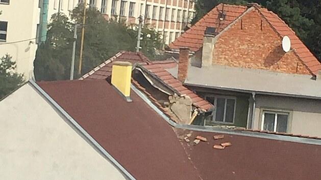 Vıbuch zničil rodinnı dům v Koryčanech a zranil několik lidí.