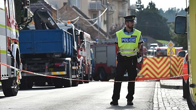 Koryčany na Kroměřížsku otřásla exploze rodinného domu. Vıbuch zranil dobrovolné hasiče i civilní obyvatele.